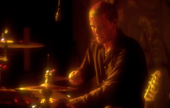 Train drummer Scott Underwood performs at the Tractor Tavern in Seattle, May 14, 1998.