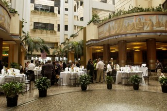 Yank Sing, best known for its world renowed Dim Sum, also features a fantastic atrium setting inside San Francisco's Rincon Center with a fountain featuring simulated rain as its centerpiece.