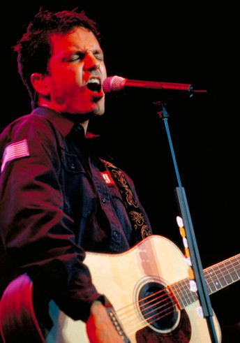 Stephan Jenkins of Third Eye Blind performs at the Fillmore Auditorium in San Francisco November 15, 1997.